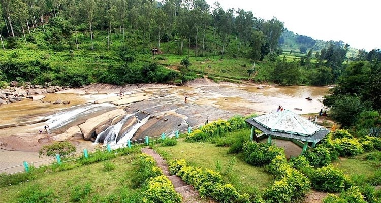 Araku Valley Guide – Explore the Majestic Waterfalls and Verdant Forests