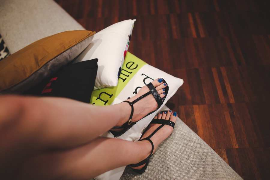 Tips To Style Outfit for Work with The Best Sandals for Your Feet