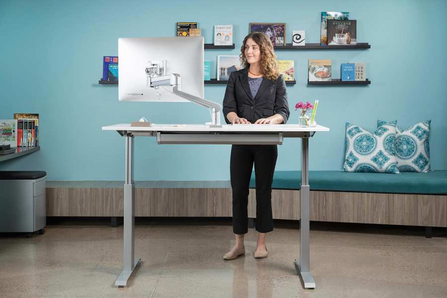 7 Benefits of A Standing Desk at Work