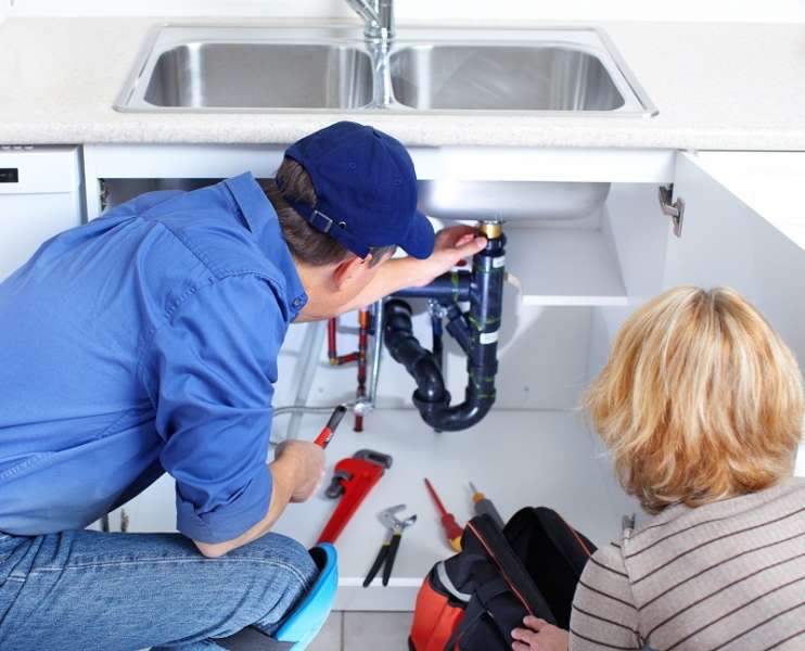 How does a plumbing service help