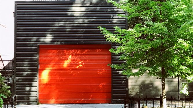 Frequent Garage Door Problems Experienced by Households – and How to Fix Them