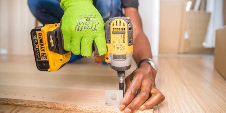 Handyman Service: Benefits of getting a permanent one