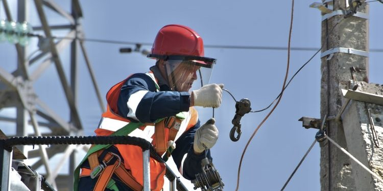 Things to avoid while hiring an electrical company