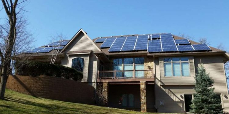 Difference Between Home Generators and Solar Battery